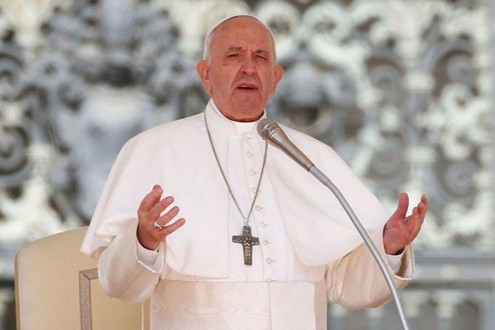 Papa defende que países compartilhem vacinas contra covid-19