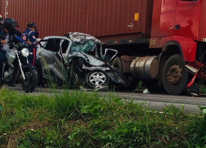 Colisão entre carro e carreta na BR-174 deixa vítima fatal