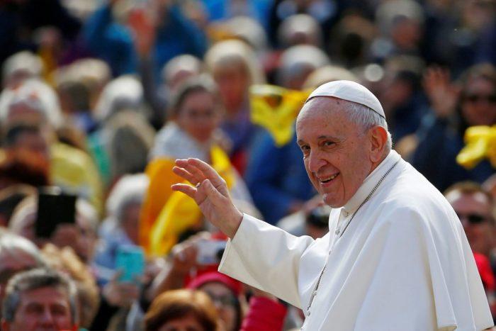 Perfil do Papa curte foto sensual de modelo pela 2ª vez