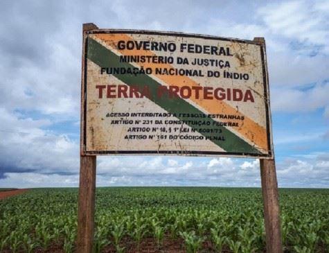 Sem esperar governo, indígenas fecham estradas e expulsam garimpeiros contra coronavírus
