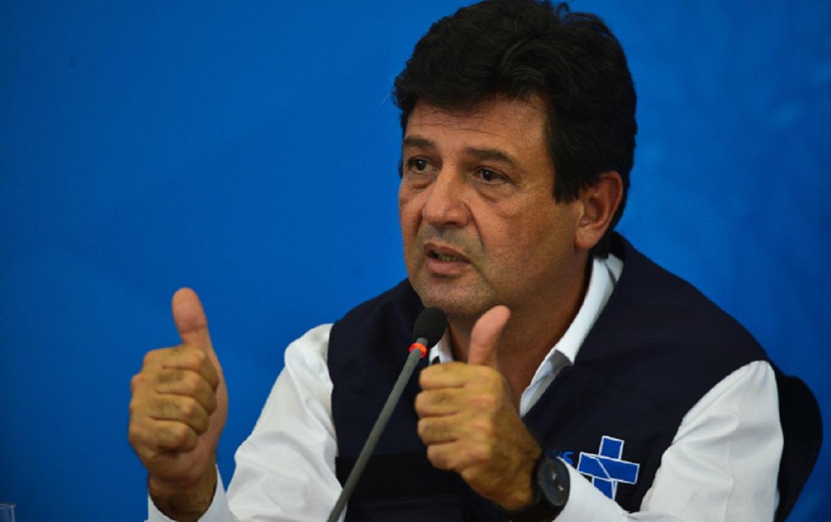 Bolsonaro desiste de demitir Mandetta nesta segunda-feira