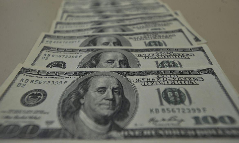 Dólar cai pela primeira vez em 11 dias e fecha a R$5,292