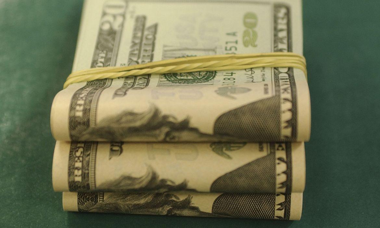 Brasil registra em março fuga recorde de dólares para um mês