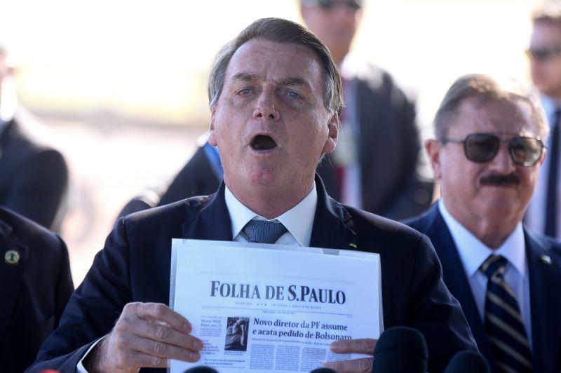 Questionado sobre PF, Bolsonaro se exalta e manda jornalista calar a boca