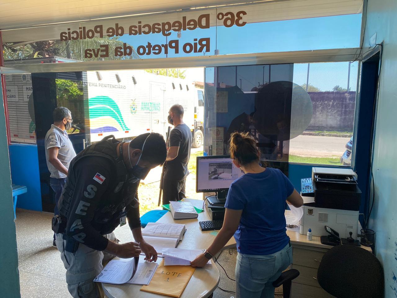 Polícia transfere 11 detentos do município de Rio Preto da Eva para Manaus
