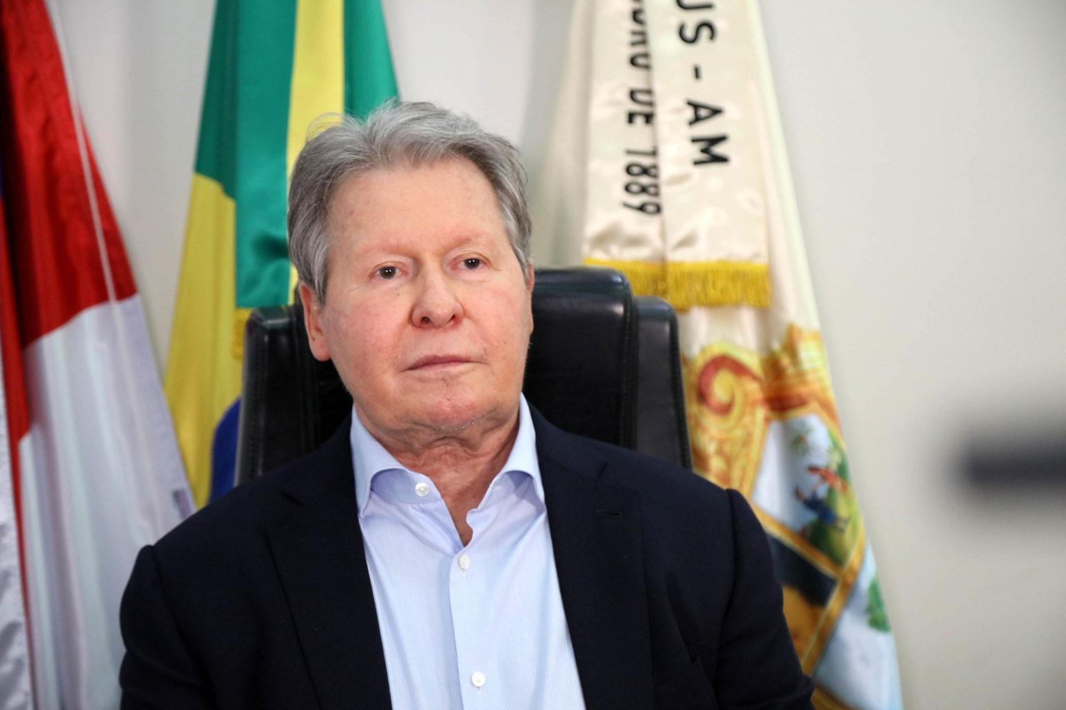 Arthur Virgílio retorna a Manaus e marca reunião com secretariado
