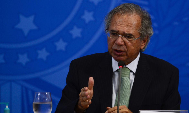 """Bolsa Família de R$ 300 é """"prioridade zero"""", diz Guedes"""