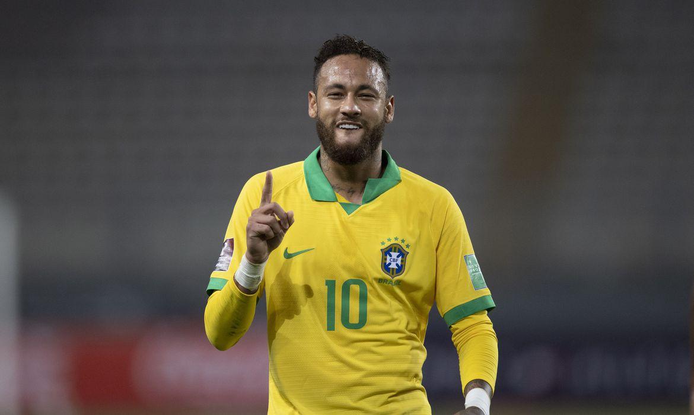 Em Manaus, Brasil tem apoio da torcida para resgatar bom futebol contra o Uruguai