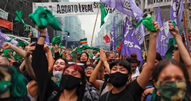 Senado da Argentina aprova legalização do aborto