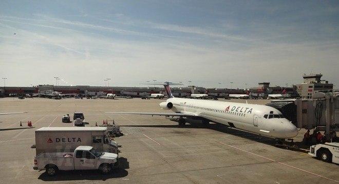 Passageiros forçam porta e abandonam voo antes da decolagem