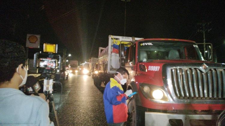 Caminhões com oxigênio venezuelano chegam a Manaus
