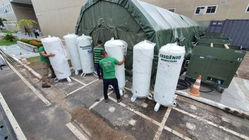 Usinas de oxigênio começam a ser montadas em enfermaria de campanha no Delphina Aziz