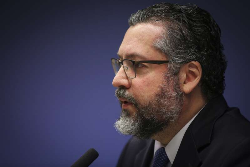 """Brasil está pronto para mostrar que soja """"não destrói a Amazônia"""", diz Araújo"""