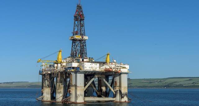 Iraque retira tripulação de petroleiro depois de mina ser encontrada presa ao casco