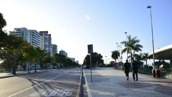 Praia da Ponta Negra tem acesso liberado nos dias úteis até 17h