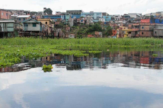Vistoria fluvial é realizada em áreas afetadas pela cheia