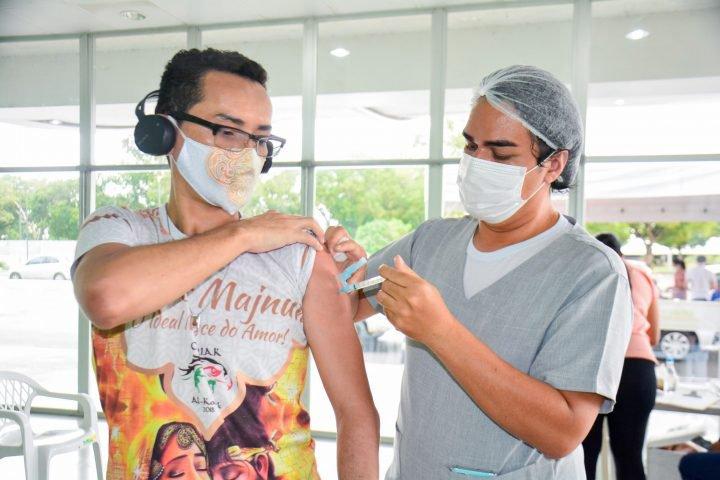 Aplicação da segunda dose da vacina avança em Manaus