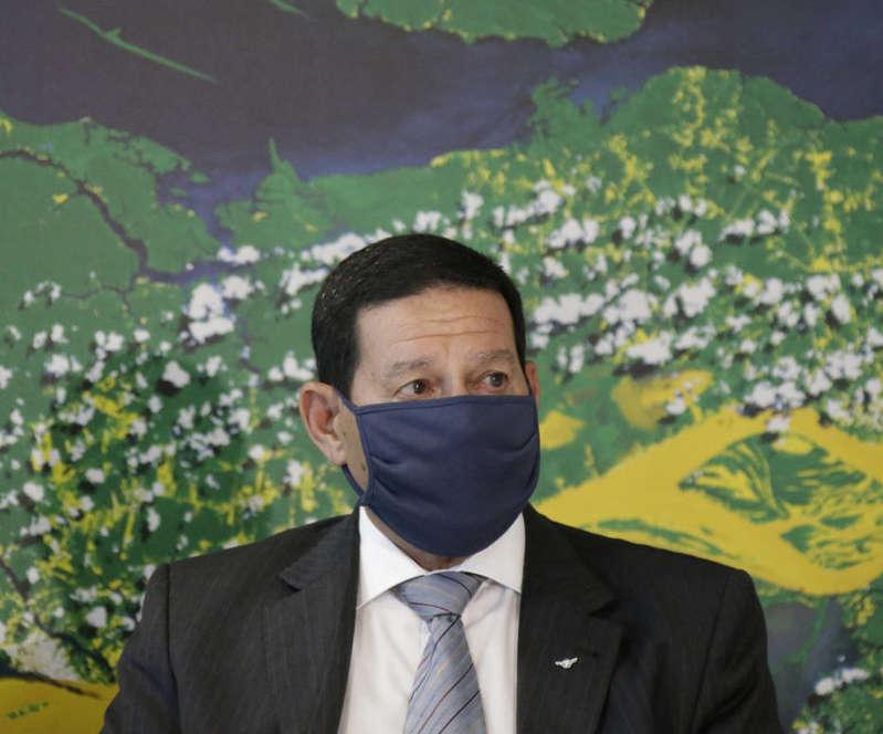 Mourão volta a apresentar cenário incompleto para defender atuação na Amazônia