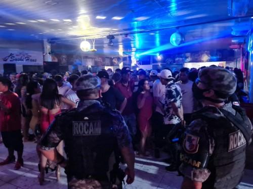 Polícia Militar encerra festa clandestina com mais de 500 pessoas em Coari
