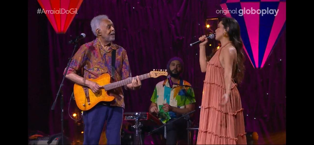 Juliette estreia como cantora com emoção na live Arraial do Gil