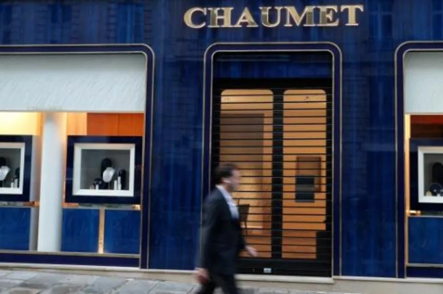 Homem rouba joalheria em Paris e leva o equivalente a US$ 2,3 a 3,5 milhões