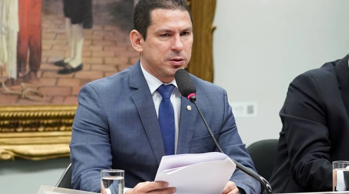Vice-presidente da Câmara diz que Eduardo Bolsonaro 'tem postura irresponsável'
