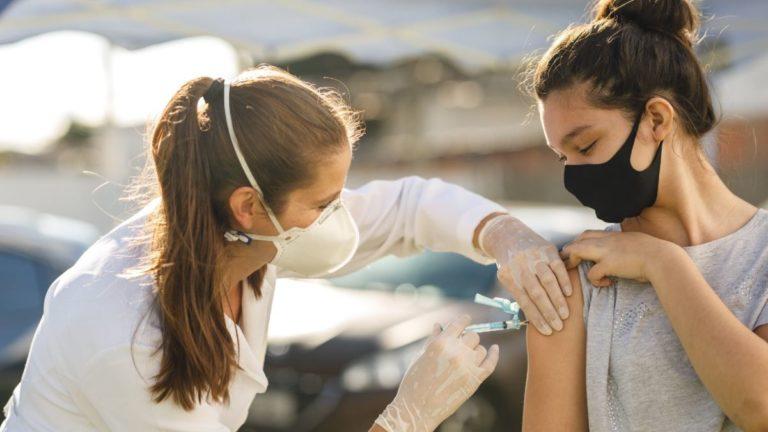 Covid-19: Adolescentes entre 12 a 17 anos serão incluídos na vacinação