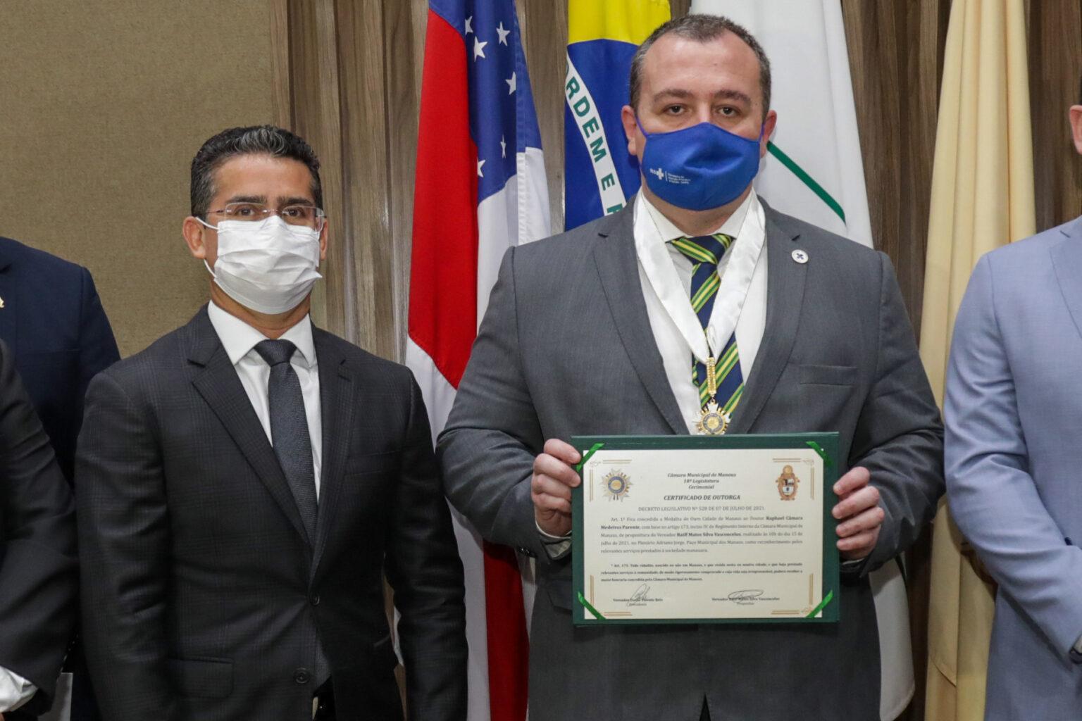 David Almeida assina termo junto ao Ministério da Saúde