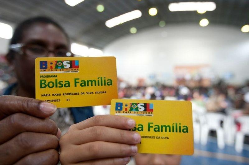 Bolsonaro afirma que Bolsa Família deve ser reajustado para R$ 300
