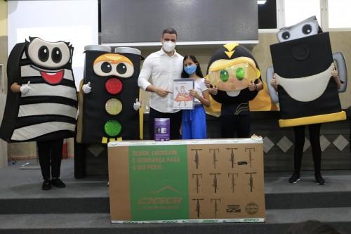 Estudante de Parintins ganha concurso cultural do Detran-AM
