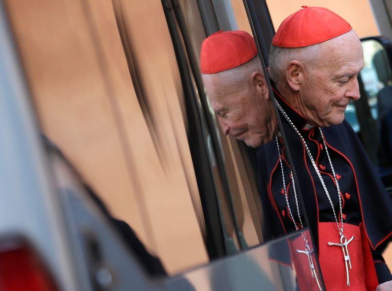 Ex-cardeal dos EUA é indiciado por molestar adolescente
