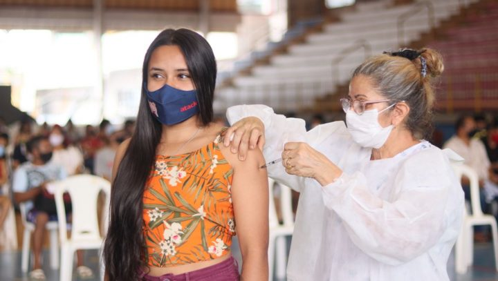 Vacinação contra a Covid-19 em Manaus prossegue nesta segunda-feira atendendo o público a partir dos 18 anos