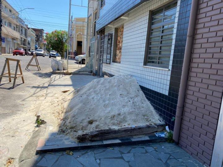 Notificações pelo uso irregular de logradouros e calçadas aumentam em 129%