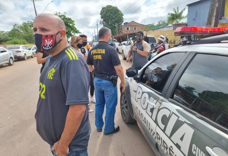 Velório do cantor Romarinho Mec é retomado com reforço da Polícia e portas trancadas