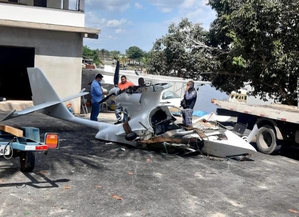Avião cai no Rio Negro e piloto foge depois de resgate