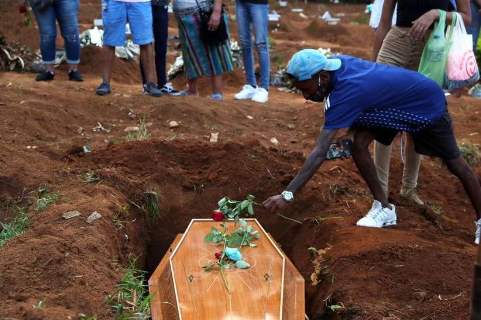 Brasil ultrapassa 582 mil mortes por covid-19