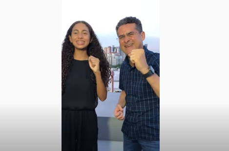 Semifinalista do The Voice Kids é recebida pelo prefeito de Manaus