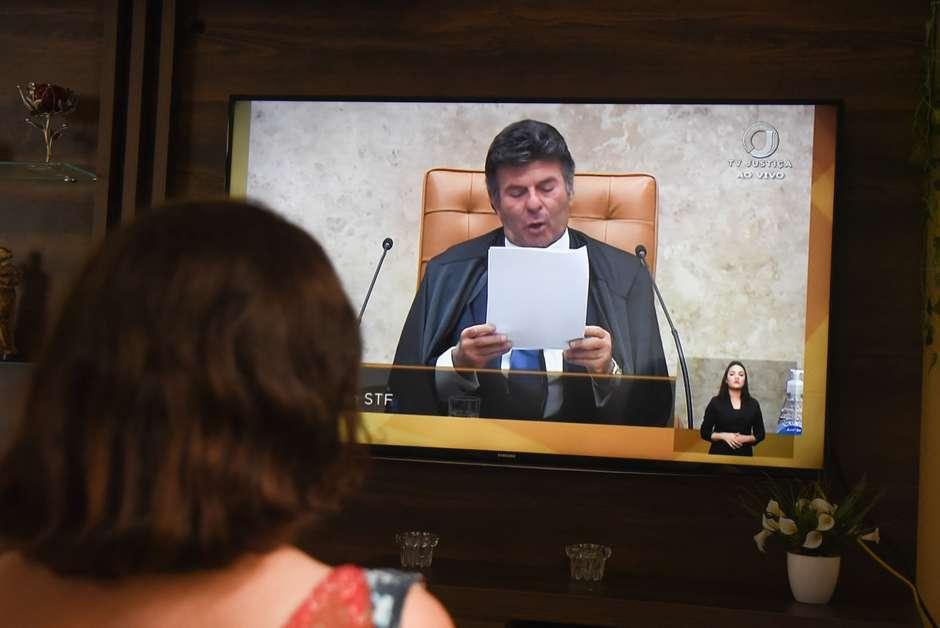 Fux sobe tom e cita crime de responsabilidade de Bolsonaro