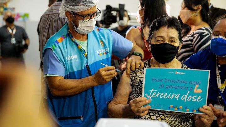 Prefeitura de Manaus orienta idosos de 70 anos ou mais para a importância da dose de reforço contra a Covid-19