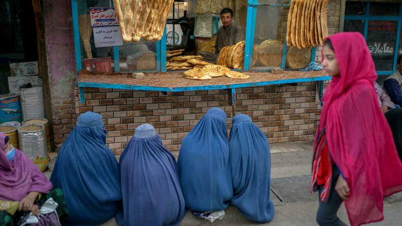 Afeganistão: a partir de 11 anos, escolas reabrem apenas para meninos