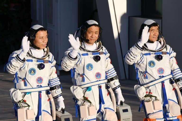 Astronautas chineses retornam à Terra depois de missão recorde de 90 dias