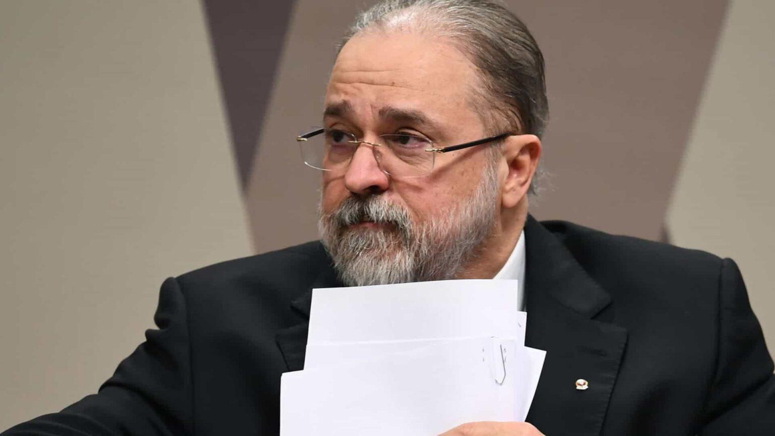 Aras quer suspender MP de Bolsonaro contra remoção de conteúdo nas redes sociais