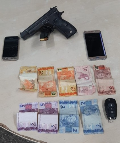 Trio é detido por roubo e porte ilegal de arma de fogo