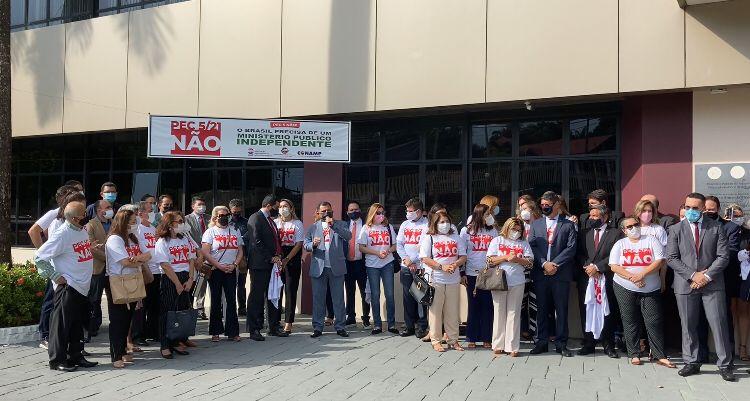Promotores e procuradores protestam contra PEC 5 que tira autonomia do MP