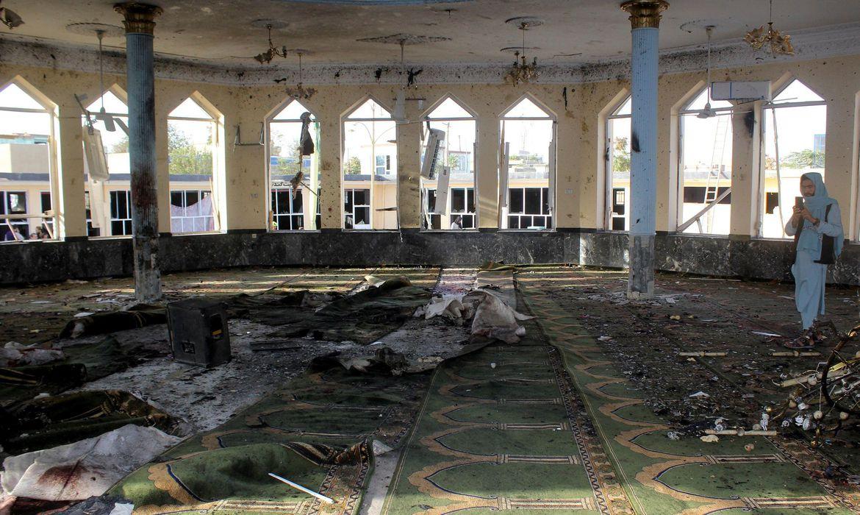 Explosão em mesquita no Afeganistão mata 46 pessoas e fere outras 140