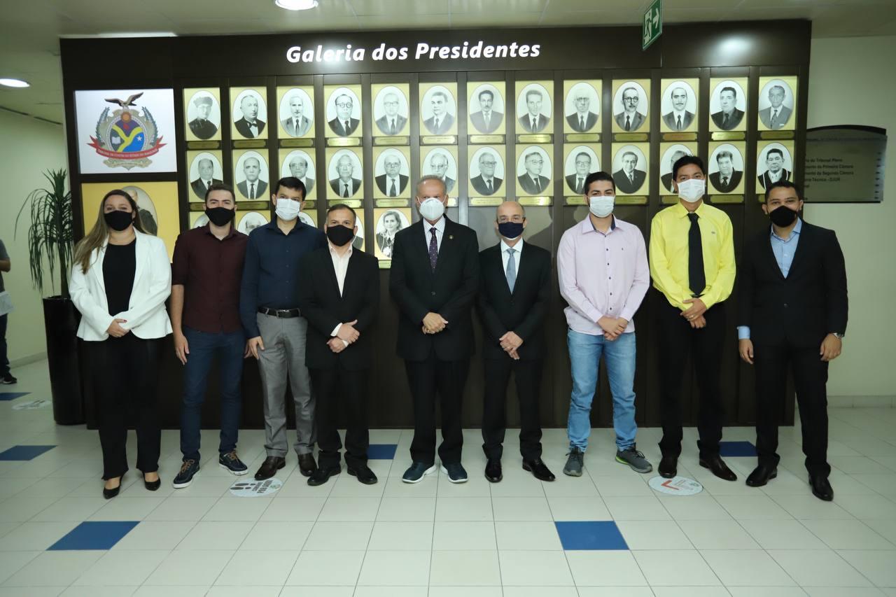 Presidente do TCE-AM dá posse a sete servidores aprovados no concurso público
