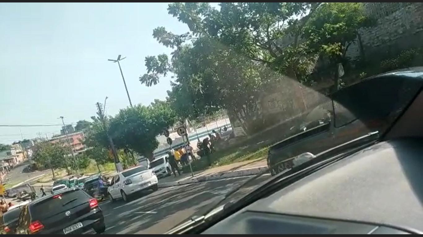 População agride assaltante que fazia arrastões na Zona Oeste de Manaus