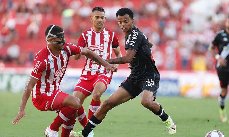 Série B: Vasco sai na frente nos Aflitos, mas cede empate ao Náutico